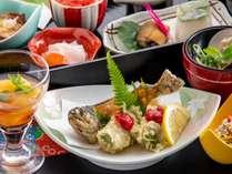 【揚物】山女魚梅肉揚【デザート】りんごの蜜煮【前菜】8種盛り