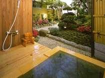 庭付き、ゆったりとした露天風呂。天然温泉が楽しめます。