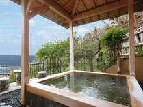 昼夜それぞれに違う景観も抜群!風情漂う開放的な大きめの貸切温泉。