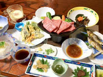 【夕食一例】自家菜園の無農薬野菜と地元の旬の手作りの味。※季節により内容が変わる場合がございます。