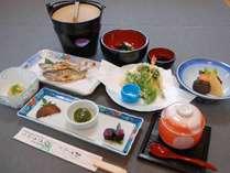 【夕食一例】自家菜園で採れた無農薬野菜と旬の素材を使った手作りの会席料理。