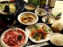 夕食一例です。素材にこだわったお料理をご堪能ください。