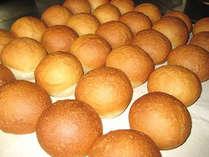 *朝食一例/焼きたてパン・外はカリっと、中はもっちりのバランスが絶妙です!