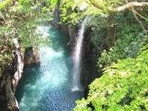 日本の滝百選に指定されている名瀑『真名井の滝』がある高千穂峡までお車で約5分です♪