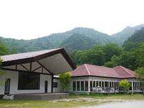 *外観/本谷川渓谷と美しい原生林に囲まれた宿泊施設です!