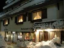 暖かさが伝わる冬のレストラン