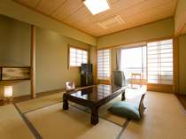 10畳の和室一例。夕食はお部屋にご用意しますので、ゆっくりとお寛ぎいただけます
