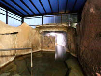 【洞窟風呂】家族風呂人気NO.1の洞窟風呂です。6~7名でも、ゆっくり入れます。