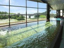 *太平洋を一望できる大展望温泉。水平線からの朝日を眺めながらの入浴は格別♪