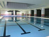 ■【屋内プール】25mが6コースの競泳用大型プール