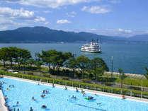 夏期限定オープンの屋外プールは全長約90m、最大幅約23mのスケール!深さ約30cmのお子さま用プールも!