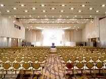 コンベンションホール淡海(2F)9室の部屋を合わせて利用。ホールは2,940平米!天井高は最高9.1mの開放感