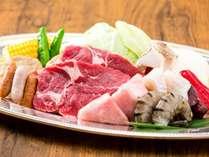 夕食は3つのレストランから選べます!!画像は「バーベキューレストラン レイクサイドガーデン」(イメージ)