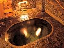 花巻温泉郷 鉛温泉 日本一深い岩風呂&源泉掛流し 藤三旅館