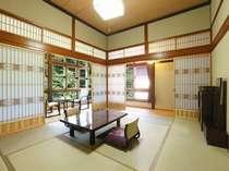 こだわり部屋31号室情緒ある木造本館三階角部屋(12畳/冷暖房・40型TV・冷蔵庫完備、洗面トイレ共同)