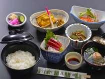 湯治部夕膳:地産地消のお料理(定食程度の内容です)
