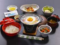 湯治部朝食膳:採れ立て卵のベーコンエッグ他「はなまき朝ごはんプロジェクト」参画素材を使った料理