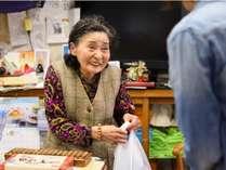 【湯治部・売店】名物おばあちゃん店主が温かくお出迎え致します♪現在閉店中
