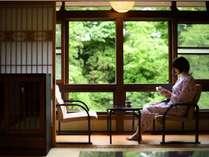 【木造本館・こだわり部屋】縁側で自然のBGMを聴きながら、読書するも良し
