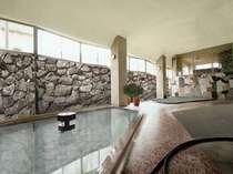 【大浴場】ほのかな香りと、柔らかく優しい泉質が特徴の下呂のお湯。サウナも有り。