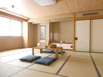「畳の匂いって落ち着く♪」 ゴロンと寝転んでお寛ぎ下さい^^ 和室は9室です。