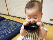お椀の蓋をガブっ!! 赤ちゃんが居ても、お食事専用の個室なら他の お客様に気兼ねがなくて安心(^v^)