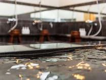 【大浴場】竹田城跡を模した男湯と、雲海をモチーフにした女湯