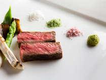 肉の旨みが凝縮されたひと皿。