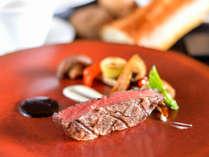 黒毛和牛のルーツである但馬牛はとろける柔らさで風味豊かな味が口の中に広がります。