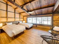 【桜401】2018年8月OPEN!2階の大きな窓から竹田城跡を望むメゾネットタイプの客室