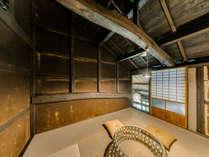 【藤302】2階の和室では、ひと味違う古民家ならではの趣を感じていただけます。