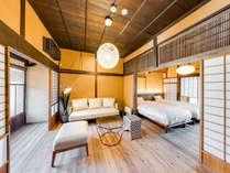 【桜402】プライベートな中庭を通り抜けた先に現れ、縁側からは竹田城跡を望む隠れ家的な客室