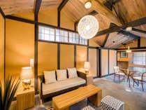 【藤303】2018年8月OPEN!中庭を通り抜けた先に現れる、土壁が特徴的な開放感ある客室