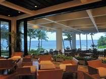 風と潮騒を感じながらリゾートならではの開放感あふれるテラス席でゆったりとお寛ぎのひとときを・・・♪