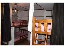 203号室禁煙女性ドミトリールーム相部屋シングル2段ベッド2つ1名様×4ベッド