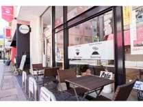 バンビーナ外観バンビーナ1階にあるカフェテアトロアンジェロの外観