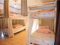 2階203号室禁煙男性ドミトリールーム相部屋シングル2段ベッド2つ1名様×4ベッド