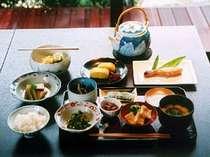 女将手作りの季節の京野菜などを使った、京都のおばんざいのご朝食です。