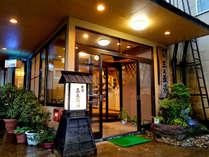 ・JR中山平温泉駅から徒歩約5分の温泉旅館です