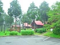 ログハウス8棟とバンガロー2棟があります。大自然の中で過ごしてリフレッシュ♪