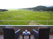 バルコニーからの緑の田園風景