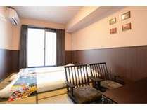 和室(Japanese twin style room)