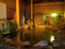 光明石温泉(人工ミネラル温泉)の岩風呂でリラックス♪