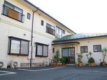 【本館外観】八日市市から徒歩7分の、駅から1番近い宿です