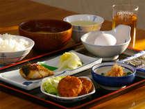 女将手作りの家庭的な定番の和朝食