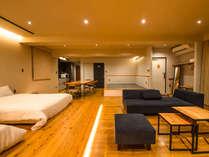 ダブルベッド2台、デイベッドタイプのお部屋