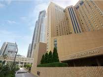 西新宿に位置し、交通アクセスも便利な絶好のロケーションです。