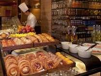 「カフェ」朝食イメージ焼きたてのクロワッサンやデニッシュ