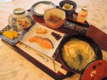 【朝食付き】夕食は自由に!朝は本館の旅館兼六園でしっかり和定食を堪能