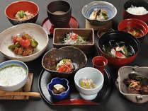 やまがやの創作会席料理。素朴ながらも深く繊細な味わいのお料理をご堪能いただけます。(一例)